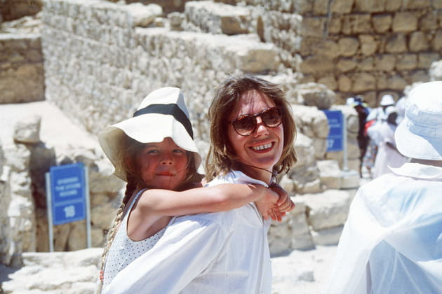 Avec sa fille Lou Doillon en vacances en Israël, 1988