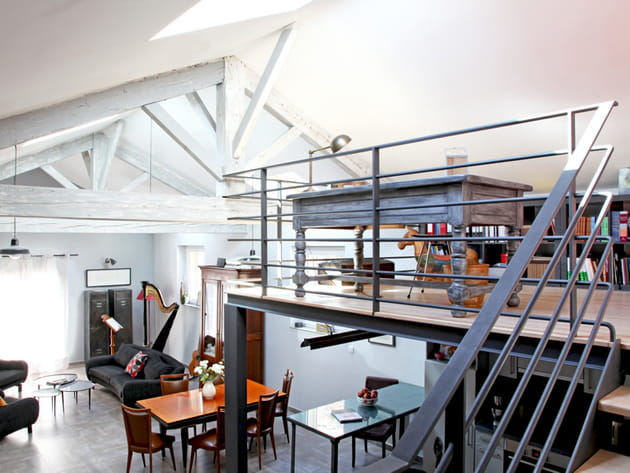une mezzanine esprit loft. Black Bedroom Furniture Sets. Home Design Ideas