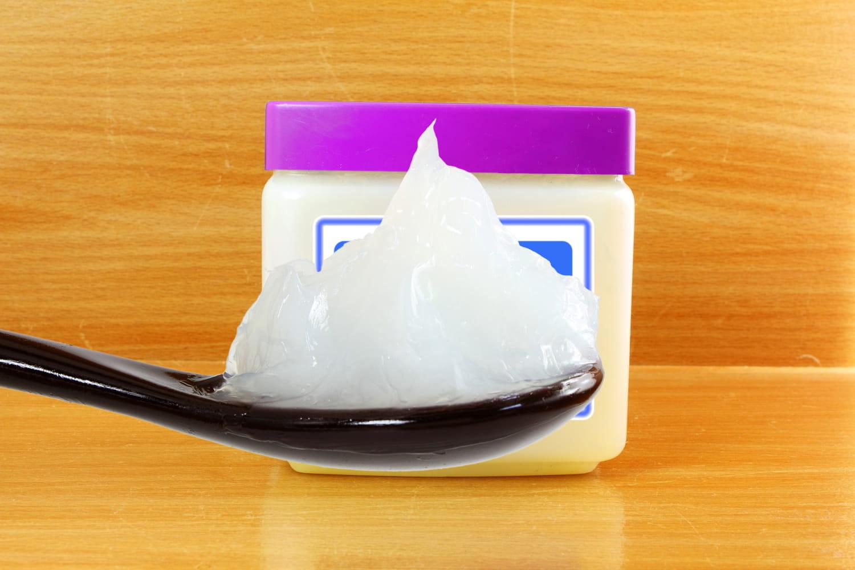 Vaseline: bienfaits santé, remède naturel, précautions