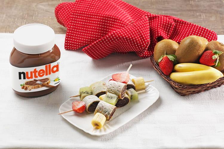 Brochettes de crêpes au Nutella® et aux fruits