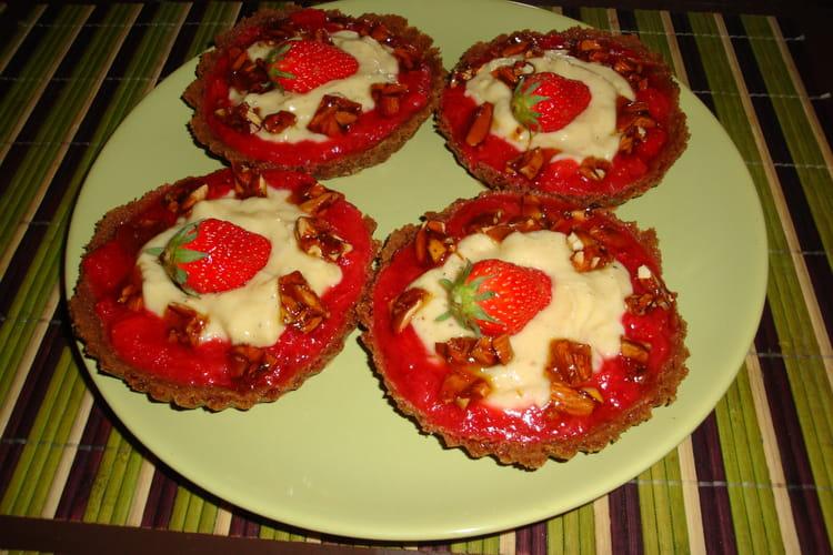 Tartelettes aux spéculoos, fraises et nougatine