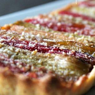 tarte à la rhubarbe en gelée de groseilles