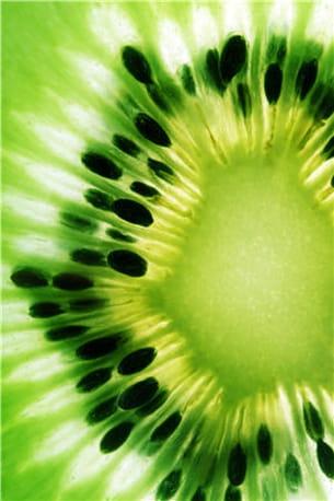 le kiwi, une petite bombe de vitamines.