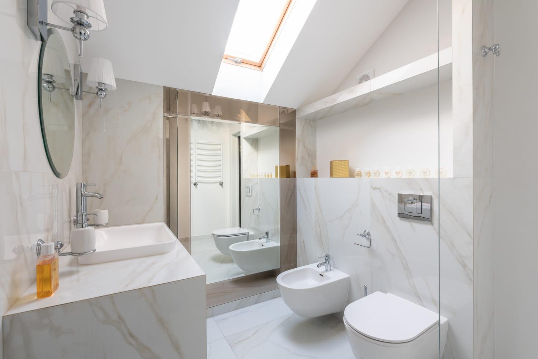 Salle de bains en marbre: conseils et inspirations pour l'adopter