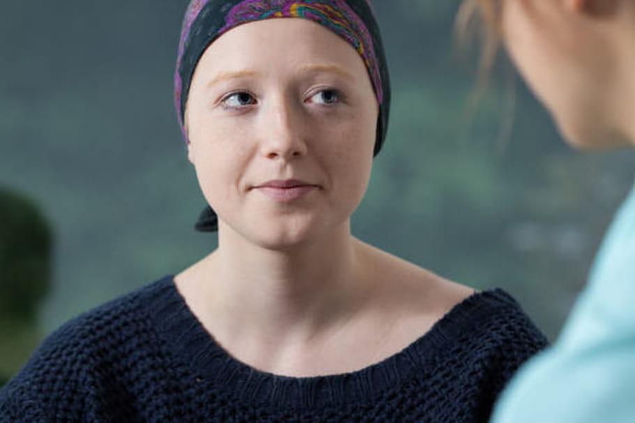 """Cancer du sein : """"rembourser 10 séances de soutien psychologique, ça serait le minimum"""""""