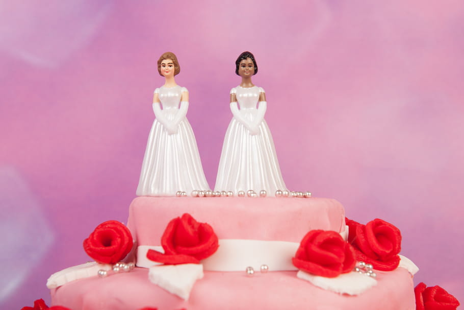 Deux jeunes femmes unies: 1er mariage gay en Irlande du Nord