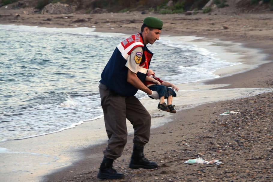 Bébé mort : la photo de l'humanité échouée