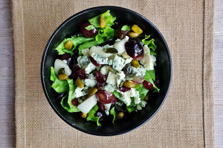 Salade au bleu, raisins frais et cranberries