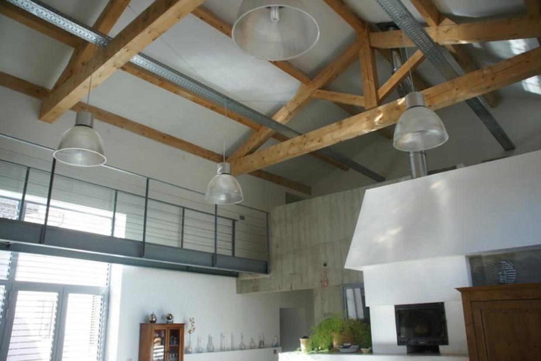 un plafond cath drale aux poutres apparentes. Black Bedroom Furniture Sets. Home Design Ideas