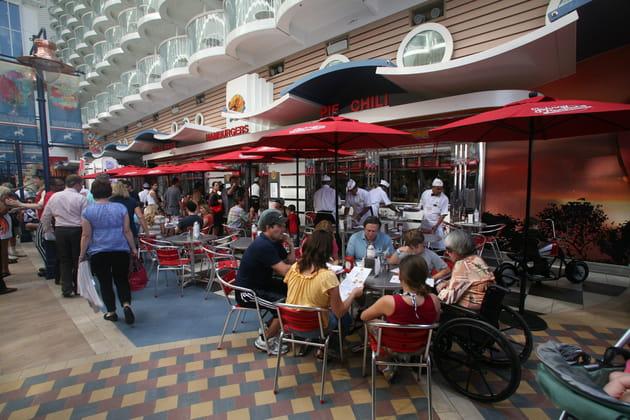 La Royal Promenade et ses bars