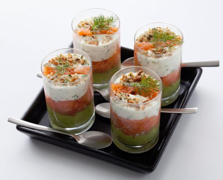 recette de verrines de saumon fum la cr me d avocat la recette facile. Black Bedroom Furniture Sets. Home Design Ideas