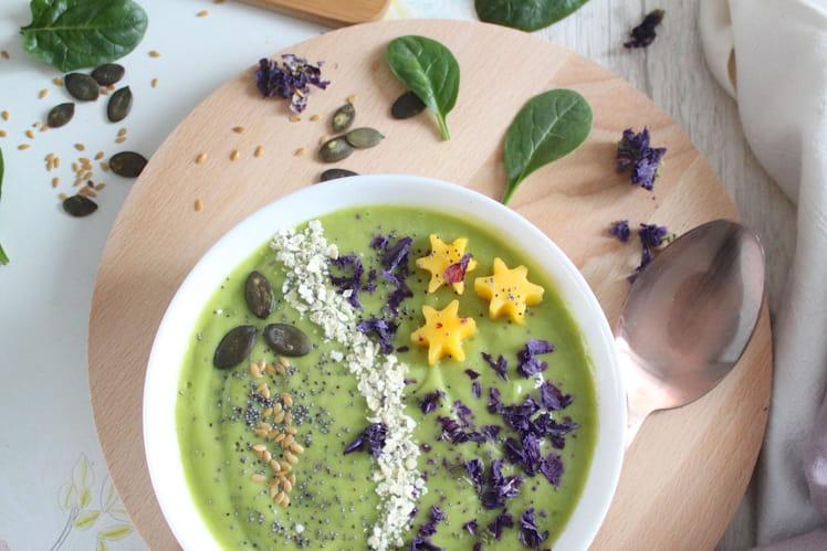 Green smoothie bowl avocat mangue
