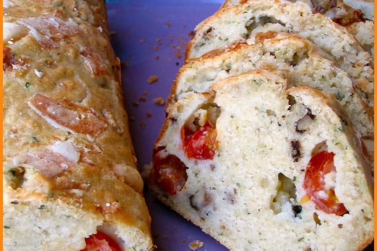 Cake aux tomates cerises, noix et gorgonzola