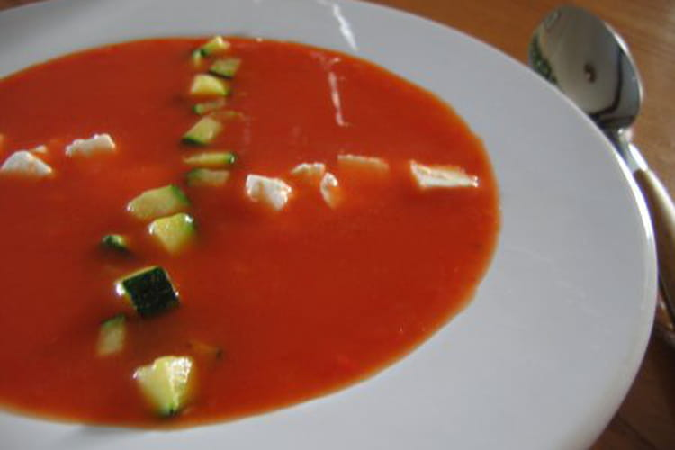 Velouté de poivrons, dés de courgette et feta