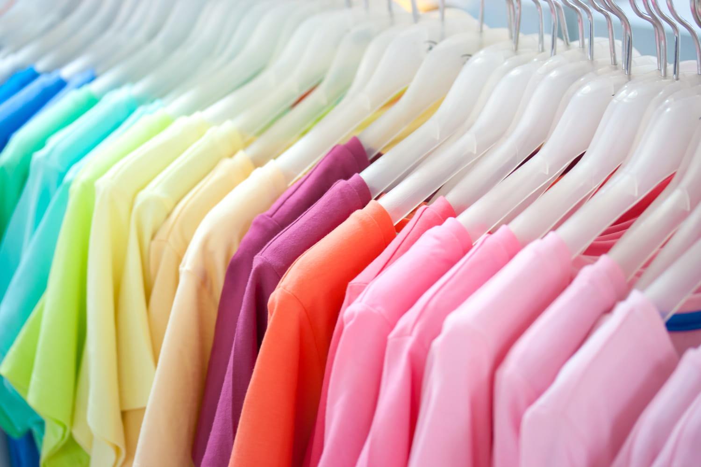Quelles couleurs porter pour se mettre en valeur? Guide de la colorimétrie