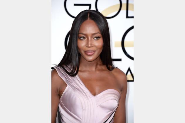 La chevelure lisse de Naomi Campbell