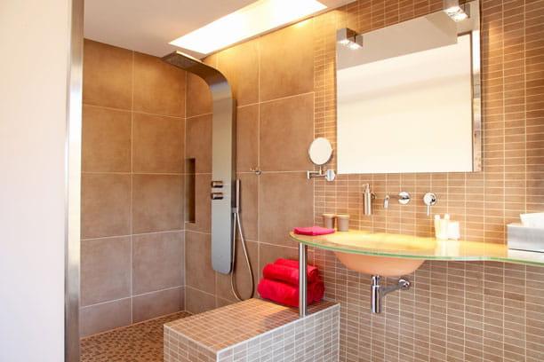 des salles de bains contemporaines. Black Bedroom Furniture Sets. Home Design Ideas