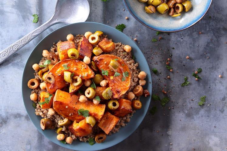Couscous végétarien de quinoa à la patate douce, courge butternut et olives à la Marocaine