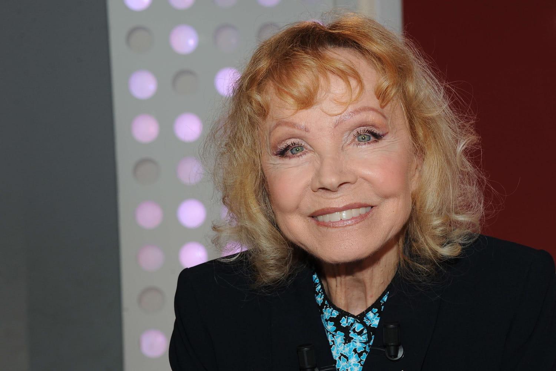 Isabelle Aubret a 83ans: Eurovision (X2), Problèmes d'argent, Accidents, Succès...