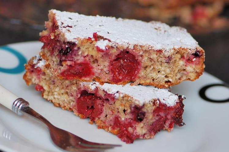 Gâteau aux fruits rouges et flocons d'avoine à la vanille
