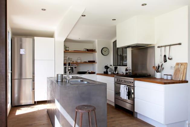 Une cuisine scandinave blanc et gris