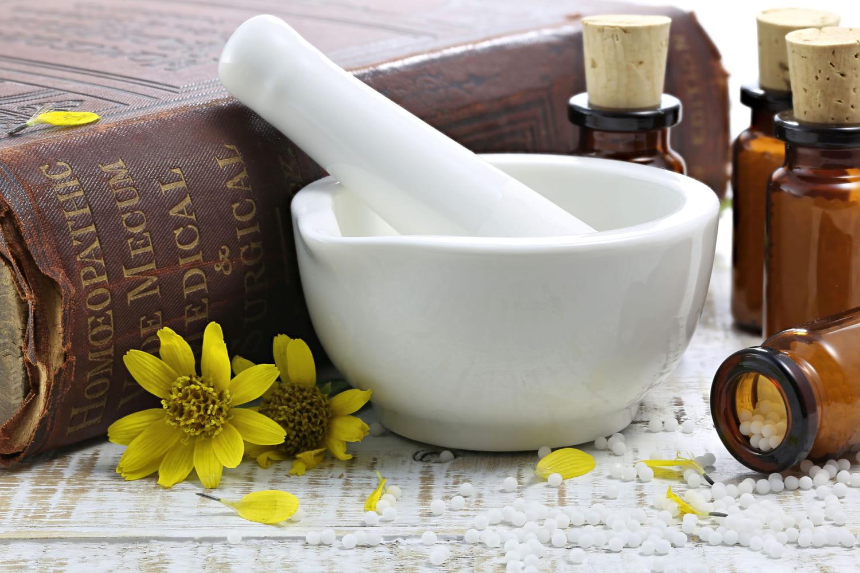 Arnica: bienfaits de la plante, posologie, huile essentielle