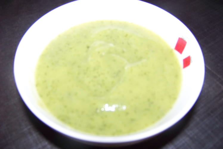 Soupe légère à la courgette