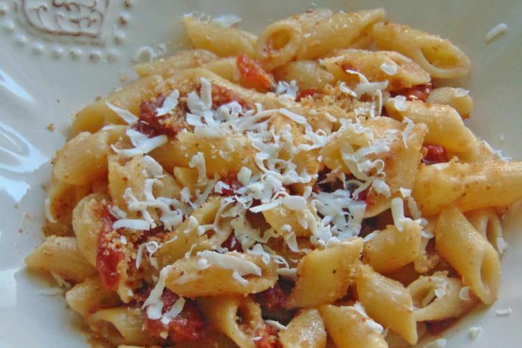 Mezze Penne aux tomates semi séchées, anchois et chapelure