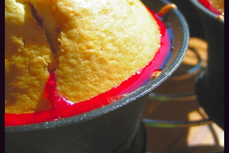 Muffins aux amandes au coeur de prune rouge