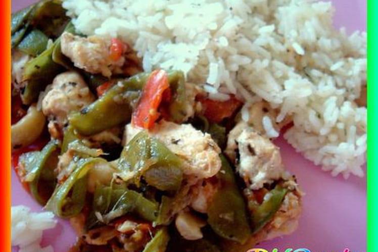 Wok de poulet aux légumes et aux noix de cajou