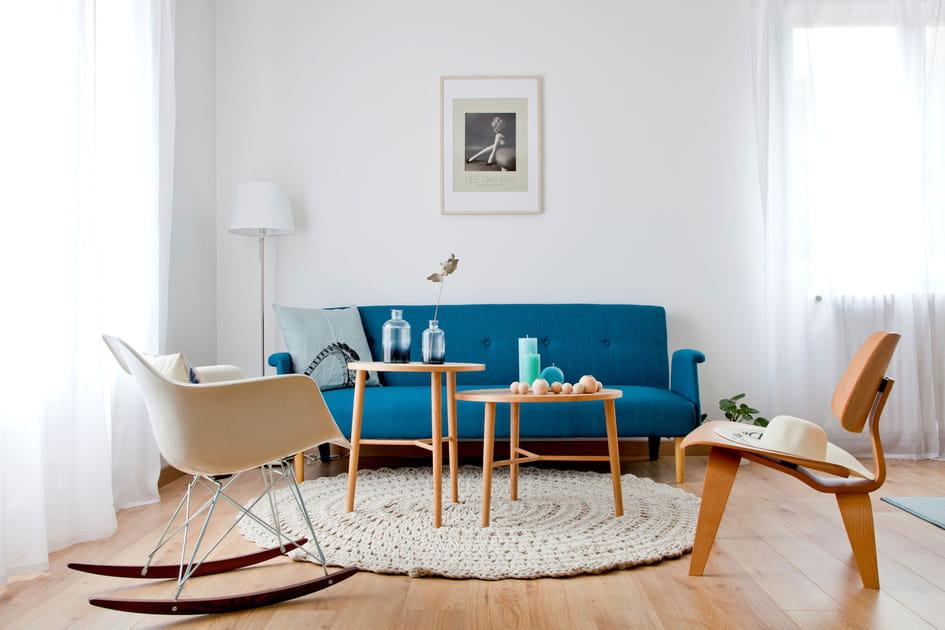 En images, une pièce à vivre chaleureuse avec le salon scandinave