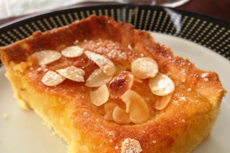 Amandine moelleuse aux abricots à la crème d'amandes