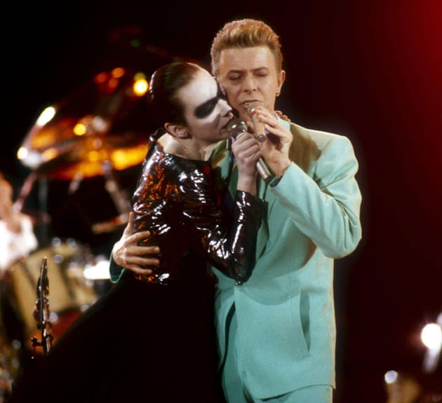 Avec Annie Lennox, hommage à Freddie Mercury, avril 1992