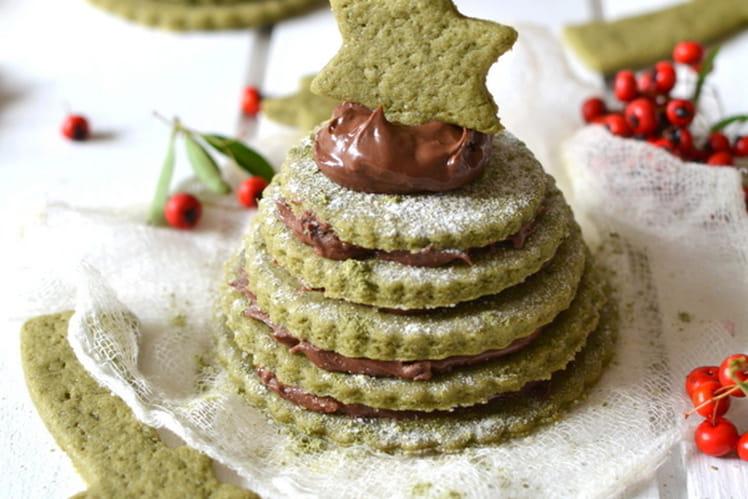 Petits sapins de biscuits au thé matcha et à la pâte à tartiner