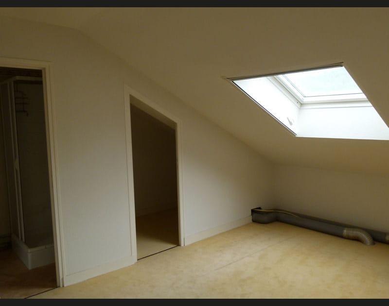 Avant: deux petites chambre et une salle de bains