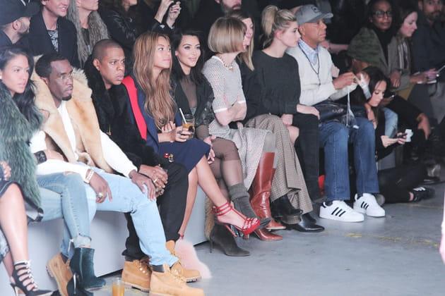 X Originals Front Kanye Adidas Row Du L'impressionnant Défilé West dwxqY7YX