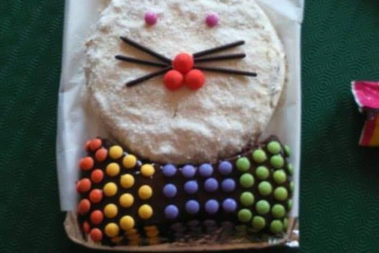Gâteau d'anniversaire au chocolat en forme de lapin