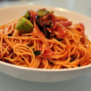 capellini la sauce tomate avocat et jambon cru. Black Bedroom Furniture Sets. Home Design Ideas