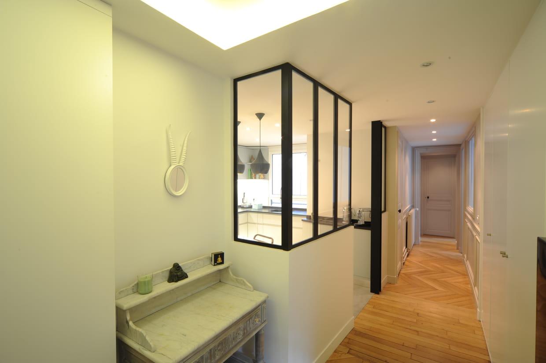 apr s travaux un couloir pratique et lumineux. Black Bedroom Furniture Sets. Home Design Ideas