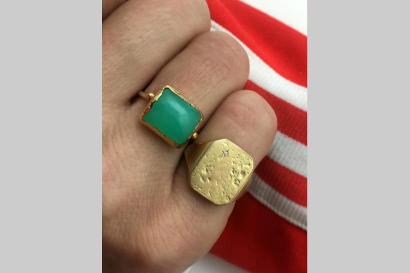 733cea0d287fb Chevalières trendy, quand les bijoux de famille ont la cote
