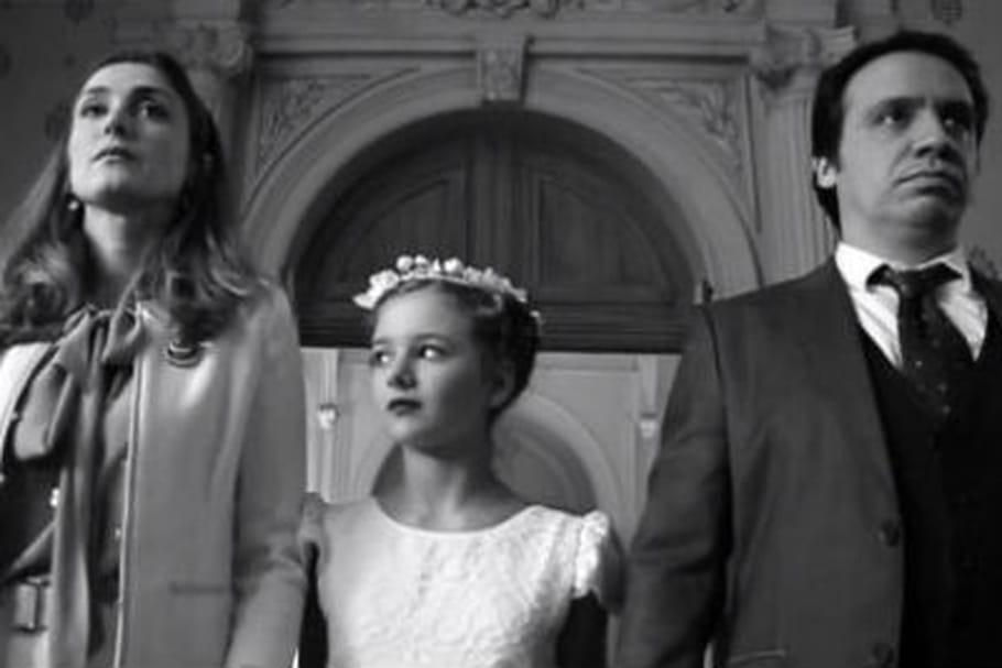 """Julie Gayet dénonce les mariages forcés avec """"14 millions de cris"""""""