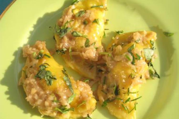 Raviolis chèvre-poulet et sauce miel-épices