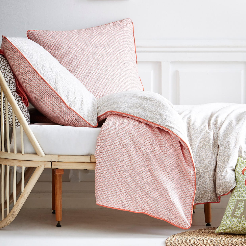la parure de lit r versible. Black Bedroom Furniture Sets. Home Design Ideas