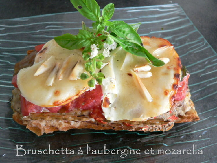 recette de bruschetta l 39 aubergine et mozarella la recette facile. Black Bedroom Furniture Sets. Home Design Ideas