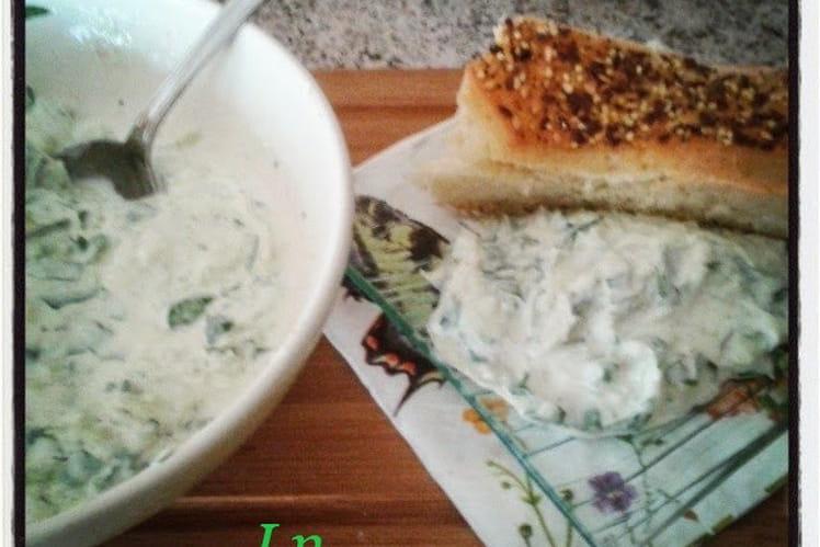 Concombre sauce yaourt à la grecque, cumin et persil