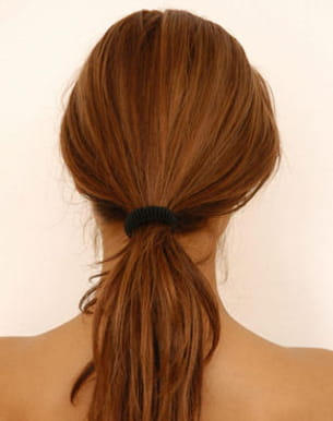 s'attacher tout le temps les cheveux cassent la fibre capillaire.