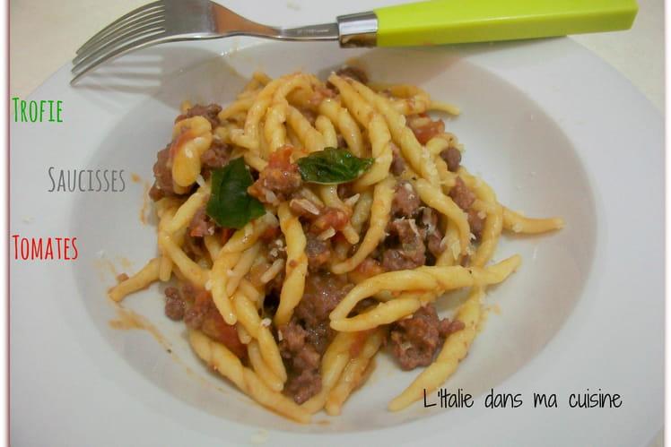 Trofie, saucisses et tomates