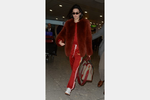Kendall Jenner en manteau fourrure couleur rouille