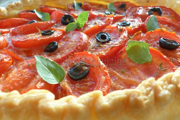 Tarte feuilletée à la tomate, comté et moutarde à l'ancienne