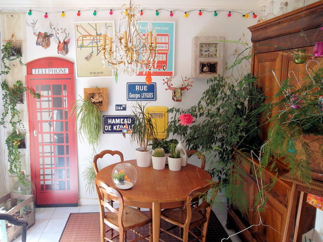 Salle à manger avec plantes